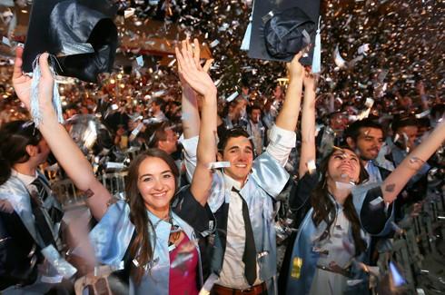 yasarda-mezuniyet-coskusu